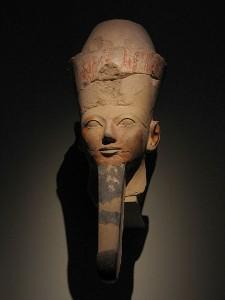 Reina Hatshepsut con la barba de faraón