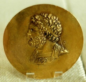 http://www.zzona.com/blogeva/wp-content/uploads/2009/03/philip_ii_of_macedon_cdm-300x284.jpg