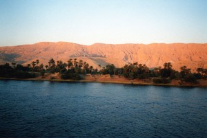800px-valley-of-the-kings-as-seen-from-the-river-nile
