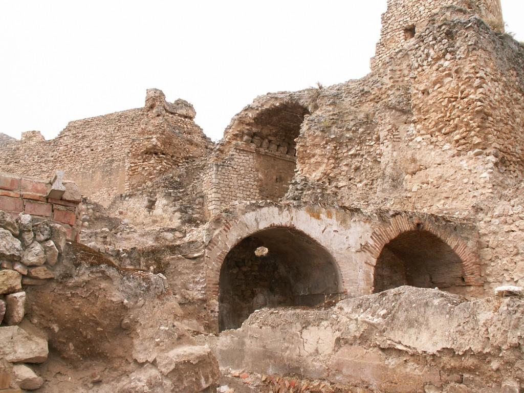 Interior, donde podemos apreciar la grandeza que tuvo el castillo.