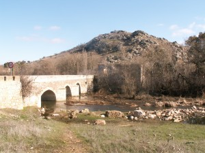 Al fondo el cerro de Alrcos