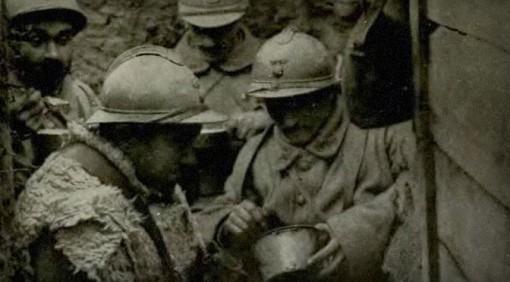 Soldados franceses en una trinchera durante la Primera Guerra Mundial, 1917.