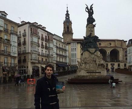"""Álvaro Arbina, el día de la presentación de """"La mujer del reloj"""" en Vitoria."""