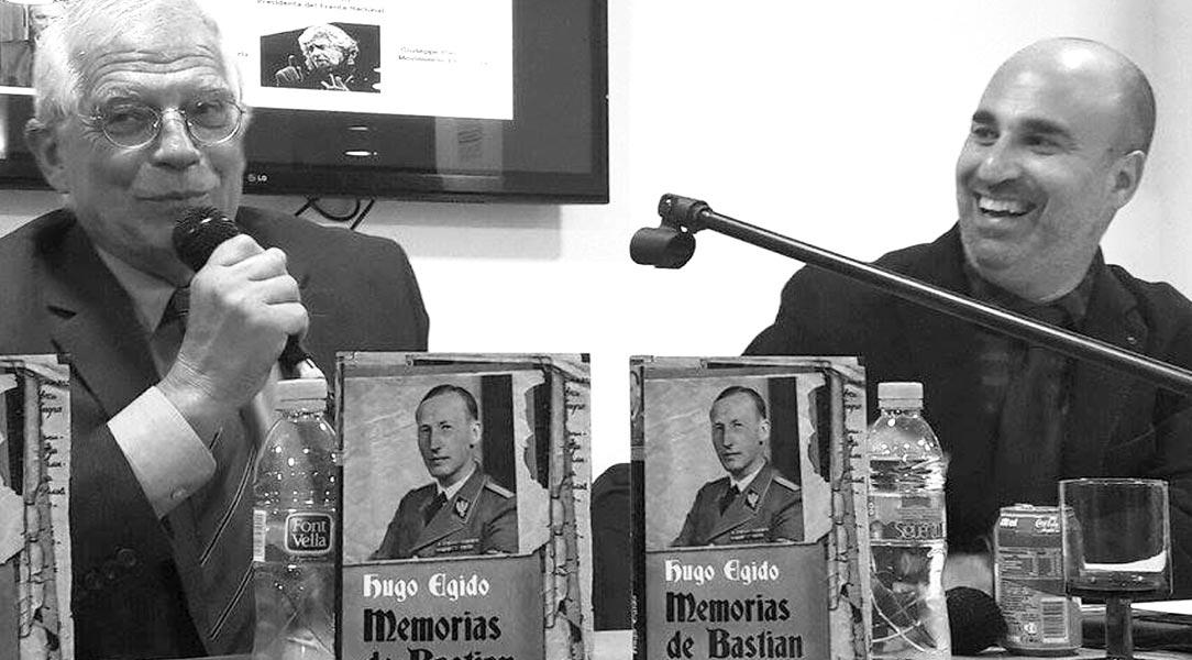 """Presentación de """"Memorias de Bastian"""". Hugo Egido con Josep Borrell, presidente del Parlamento Europeo entre 2004 y 2007."""