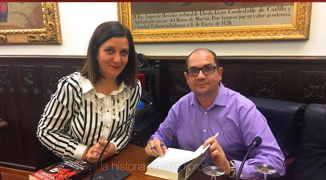 """Nacho Ares firmándome su última novela, """"La hija del sol"""""""