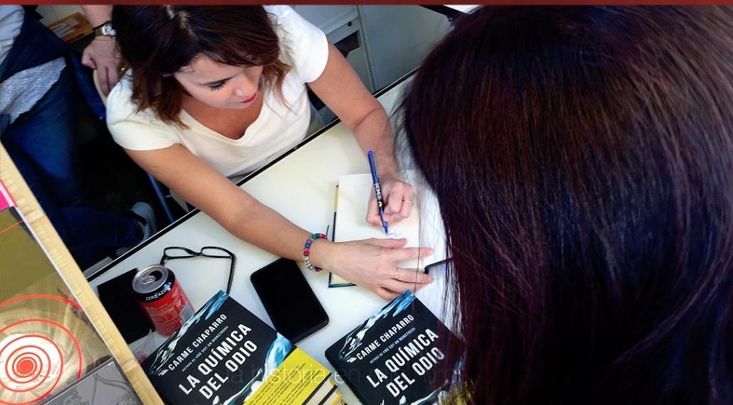 Firma de la última novela de Carme Chaparro, «La química del odio»
