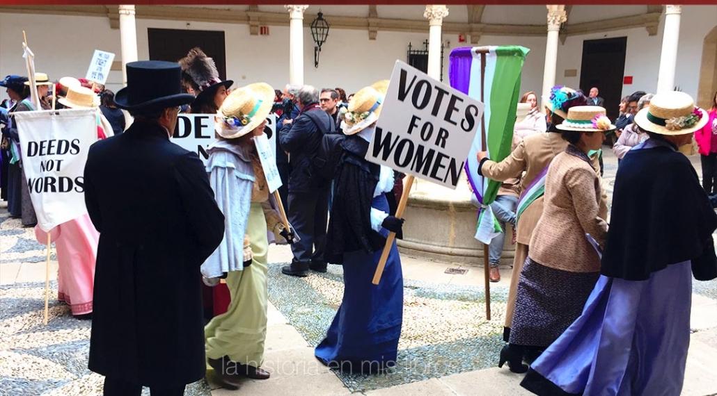 Recreación de las sufragistas británicas pidiendo el voto.