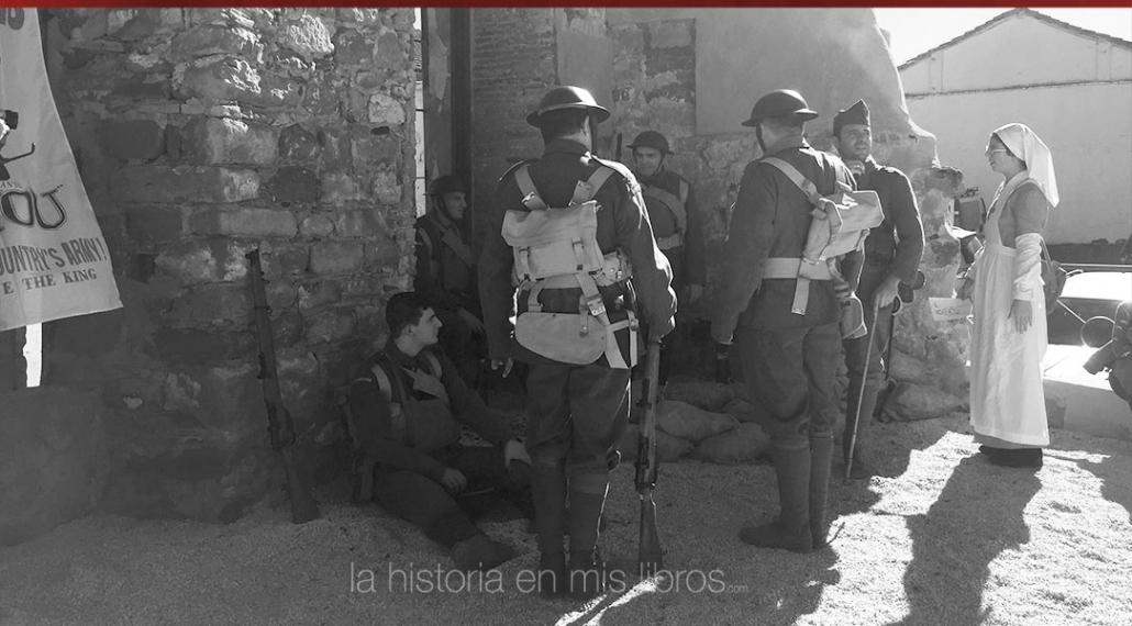 Soldados de la Primera Guerra Mundial recreando el destruido pueblo de Pozieres.