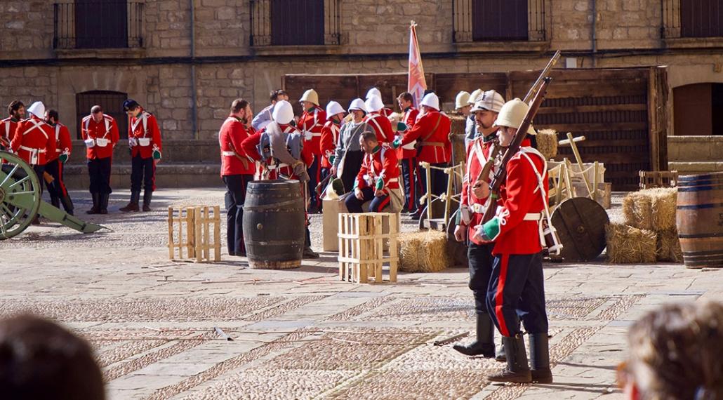 Los soldados esperan en su campamento ante el inminente comienzo de la batalla de Isandlwana