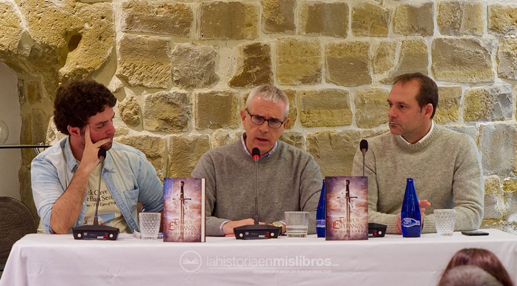 Presentación de «Tiempos de esperanza», de Emilio Lara. Bien acompañado por Sebastián Roa y Jesús Fernández Úbeda